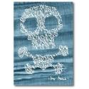 Cráneo y bandera pirata en Denim