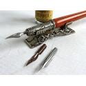 Hölzerner Kalligraphiefeder, Tinte und Federrest