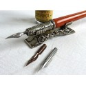 Pluma de caligrafía de madeira, pintura e resto da pena