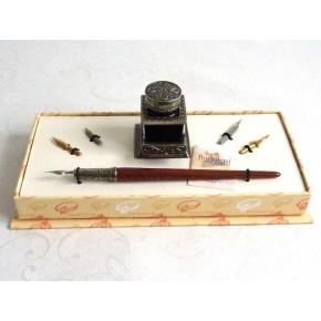 Calligrafia penna in legno e calamaio