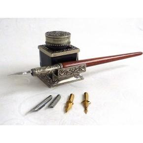 Pluma de caligrafía en madeira e tinteiro