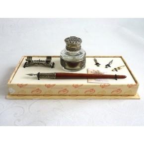 Bolígrafo, tintero y portalápices de madera