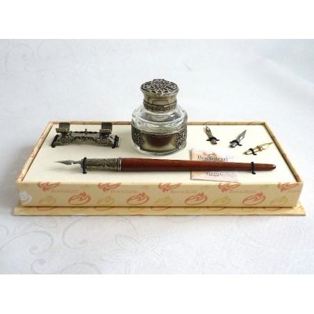 Kalligraphiestift aus Holz, Tintenfass und Stifthalter