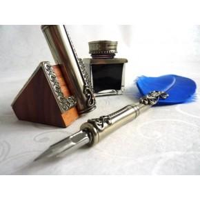 Penna piuma, calamaio e portapenne
