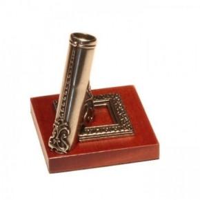 Alpaca pennenhouder met houten basis