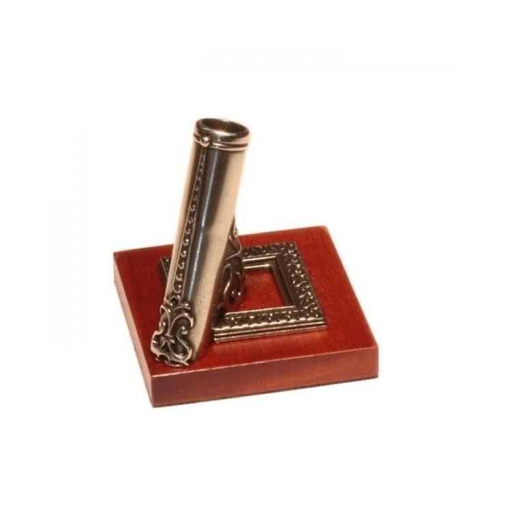 Alpaca pennenhouder met houten voet
