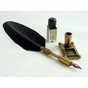 Piuma nera, peltro penna e supporto