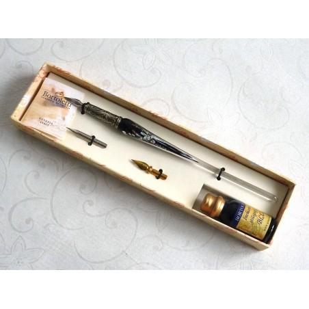 Calligrafia penna in vetro foglia argento e inchiostro