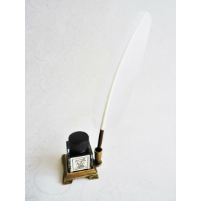 Hvide fjer pen, med otte spidser og en holder blæk