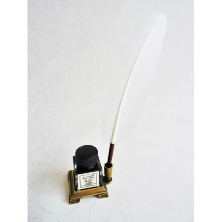 Canilla de la pluma blanca con ocho puntas y un soporte de tinta