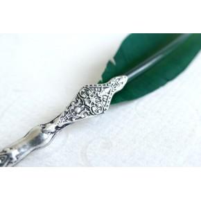 Piuma verde con penna in peltro