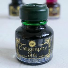Smaragdinvihreä kalligrafiaa muste