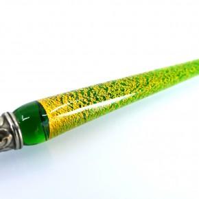 Glas penna, bläckhorn och penna vila