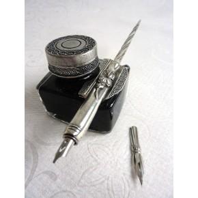 Tinnen kalligrafiepen en inktpot - Beschadigde doos