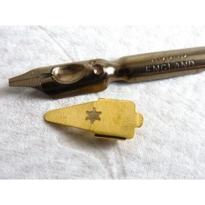 Plumillas y embalses caligrafía de la mano de la ronda