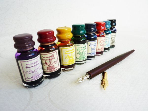Wooden Dip Pen Set with 8 Inks and 2 Nibs