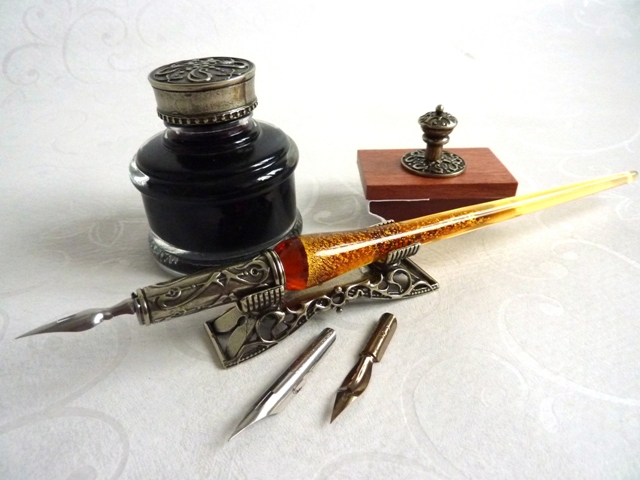 Bortoletti Wooden Calligraphy Dip Pen, Inkwell & Pen Holder